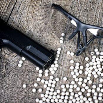 Airsoft Pistole, Schutzbrille und 6 Milimeter Plastikkugeln (Munition)